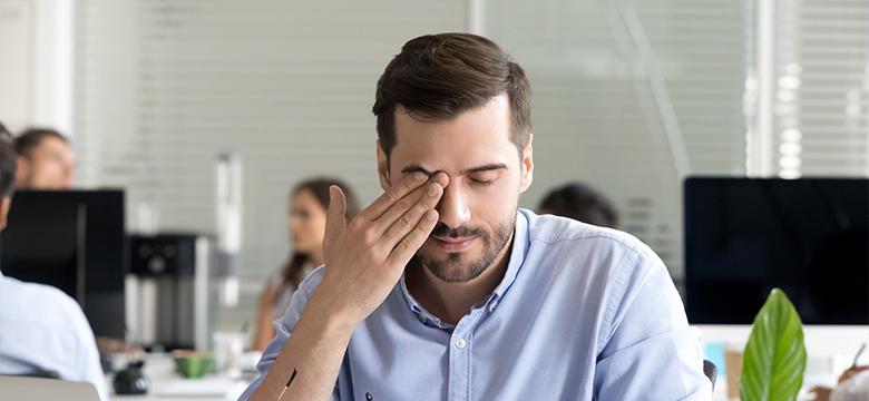 Сухость глаз при ношении контактных линз — чем она опасна?